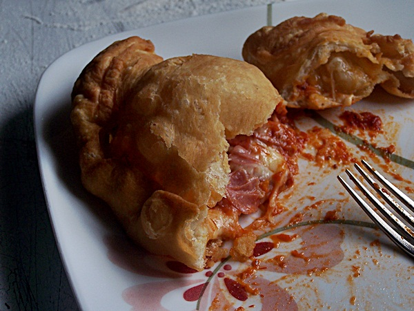 Panzerotti aka Deep Fried Pizza | Cravings of a Lunatic | #pizza #panzerotti #deepfried #recipe #dinner #cheese