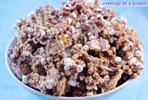 S'mores Popcorn | Cravings of a Lunatic | #smores #popcorn #chocolate #snacks