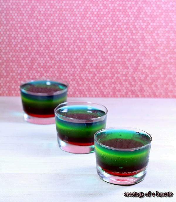 Rainbow Jello from cravingsofalunatic.com- Fun way to jazz up Jello with a retro twist. Cute blast from the past!