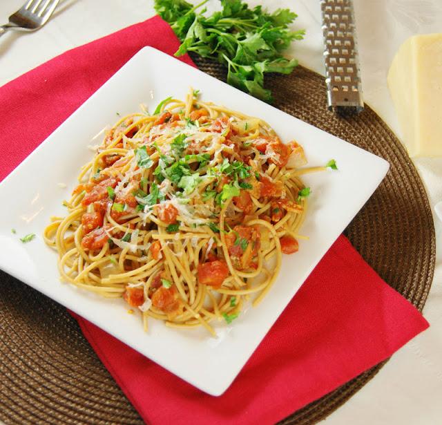 Spicy Bacon Tomato Spaghetti
