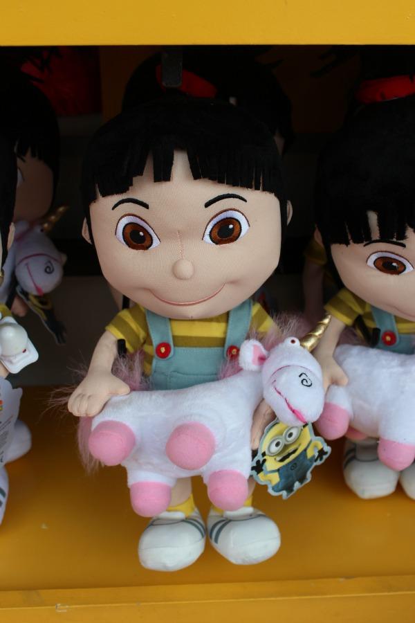 Universal- Fluffy Unicorns Abound