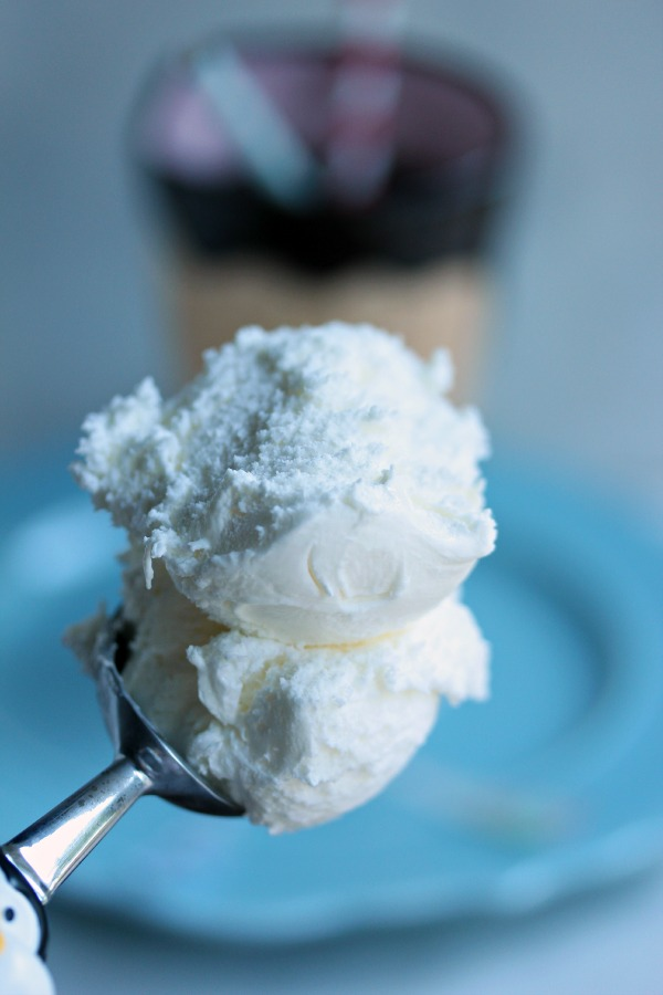 Root Beer Float | Cravings of a Lunatic | #rootbeerfloat #icecreamweek #frozentreats