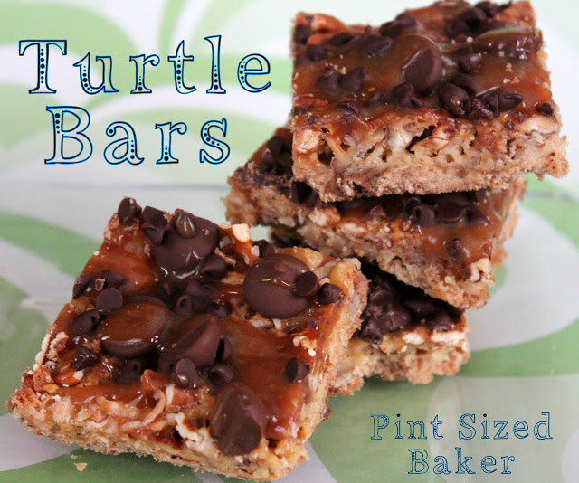Turtle Bars by Pint Sized Baker | Featured on Cravings of a Lunatic's Turtles Recipe Round Up | #turtles #recipe #bars #desert #delicious