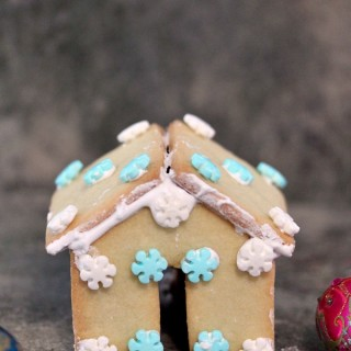 Mini Sugar Cookie Houses for Hot Chocolate Mug Perches | Cravings of a Lunatic | Super cute and fun to make!