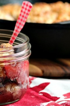 Strawberry Cobbler | Super easy to make and absolutely delicious. Perfect for strawberry season, or use frozen berries all year round. Enjoy!