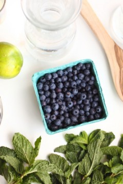 Wild Blueberry Mojitos: Guest Post by Je suis alimentageuse
