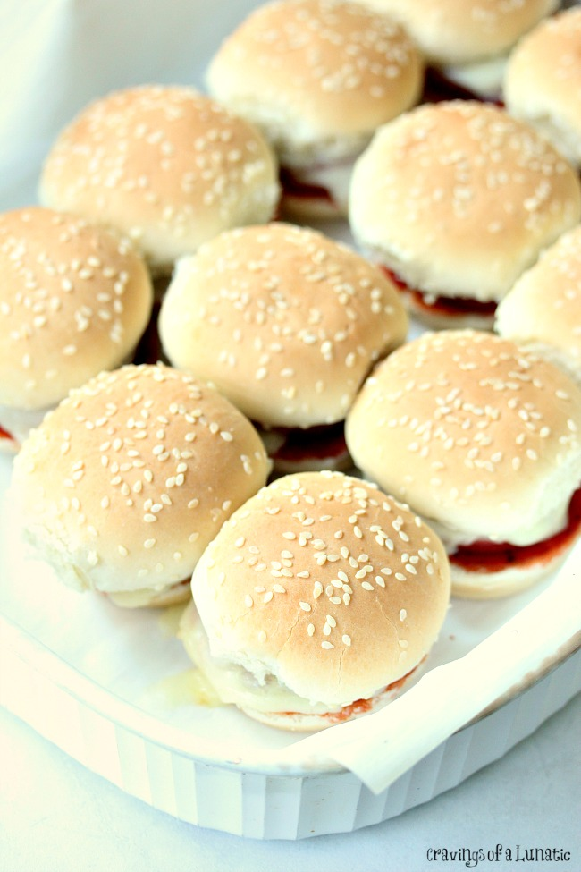 Mini Pizza Sandwiches |These adorable little Mini Pizza Sandwiches are perfect for game day, or for an afternoon snack. Grill them for the full tailgate experience. You'll thank me for it!