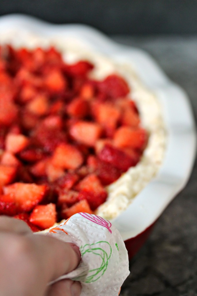Strawberry Cheesecake Dip- This sweet dip is super easy to make and utterly addictive to nosh on! #sponsored #RenovaCanada @MyRenova