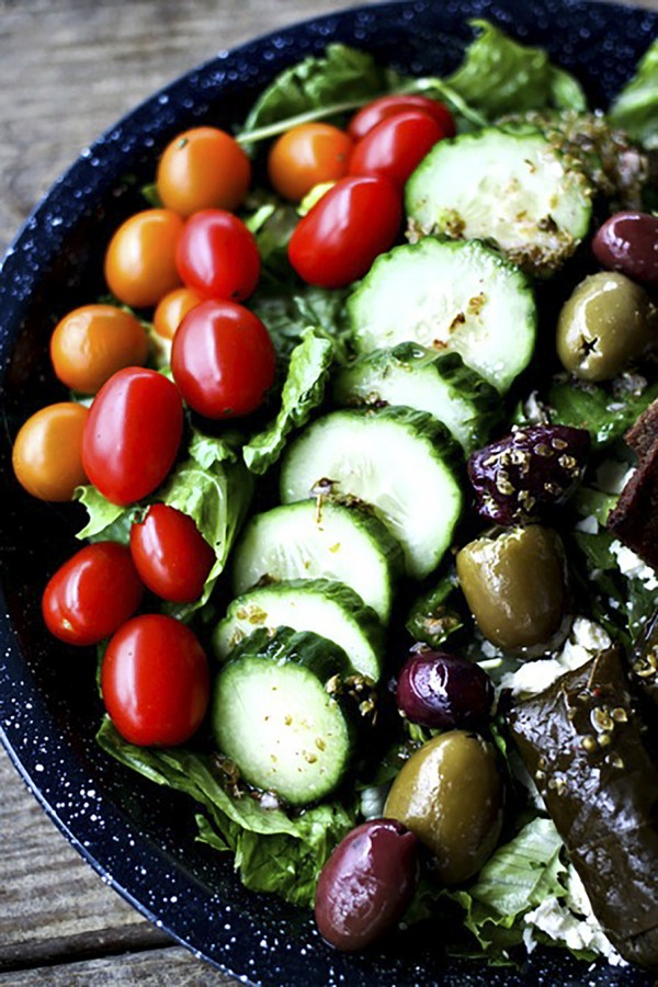 Greek Salad Gryo Plate – Foodie with Family, featured on cravingsofalunatic.com for our weekly meal plan. Swing by the blog for more recipes (@CravingsLunatic)