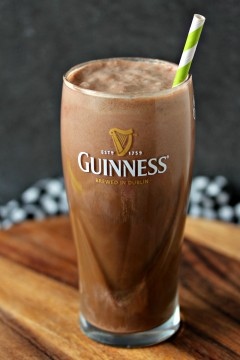 Chocolate Guinness Float from cravingsofalunatic.com- Nothing beats a homemade chocolate float, except one made with Guinness. Whip one, or ten, up today! (@CravingsLunatic)