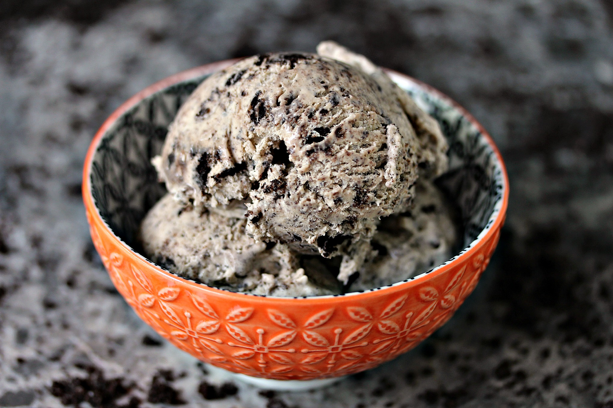 No Churn Cookies and Cream Coffee Ice Cream from cravingsofalunatic.com- Coffee meets Cookies and Cream in this easy, no-churn ice cream recipe. This Cookies and Cream Coffee Ice Cream is the perfect combination of flavours. (@CravingsLunatic)