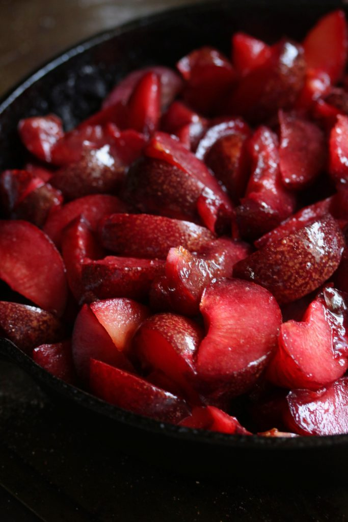 Plums in a skillet to make cobbler